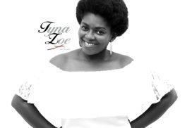 Tyna Zoe Black n White